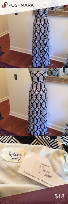 Maxi amazing Small maxi dress, black and white, lined, firm elastic top, really comfy and new fantastic fawn Dresses Maxi
