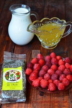 Budinca de chia cu zmeura - CAIETUL CU RETETE Sweets Recipes, Baby Food Recipes, Cooking Recipes, Healthy Recipes, Raspberry, Strawberry, Baby Dishes, Chia, Smoothies