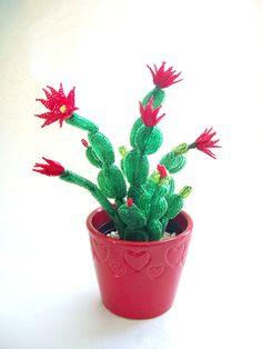 Plante grasse fleurie en perles de rocaille : <em>бисера</em> Accessoires de maison par botanic-perles