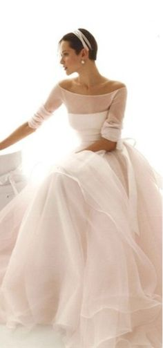 Le Spose di Gio, Le Spose di Gio gowns, Italian wedding gowns, boatneck wedding gowns. Beautiful skirt! Top needs to be lined and cover the shoulders