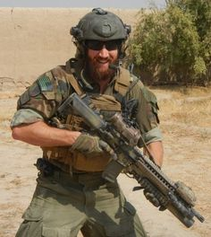 Will Simpson is seen in full combat gear during one of his many tours of duty in Afghanistan Date Unknown Us Special Forces, Military Special Forces, Special Ops, Military Armor, Military Guns, Military Force, Army Men, Tactical Beard, Airsoft