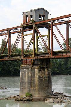 Abandoned Skagit River Railroad Bridge (Skagit County, Washington)