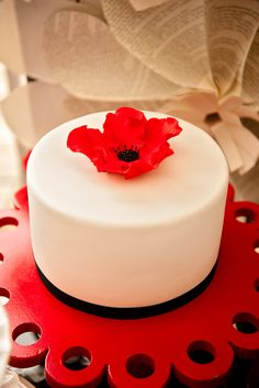 A simple and elegent poppy cake