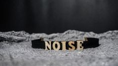 Make some noise .. <<< Finish off your look with this NOISE super cute letter Choker necklace.Take your outfit to the next level with this black wooden choker. * Length: 30 cm * Width: 2 cm * Chain link whit lobster clasp * Letters material: wood * Band material: elastic Available in