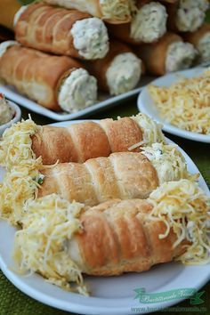 Rulouri cu crema de branza si cascaval,aperitiv usor de preparat.Cel mai bun aperitiv,Rulouri cu crema de branza si cascaval.O idee pentru un aperitiv rapid. Appetizer Sandwiches, Appetizer Recipes, Appetizers, Native Foods, Savory Pastry, Good Food, Yummy Food, Romanian Food, Pastry And Bakery