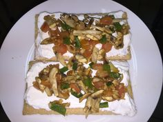 Smooth Cottage cheese with fried veggies( tomatoes, green pepper, mushrooms and garlic) for breakfast Cohen Diet Recipes, Yummy Recipes, Yummy Food, Dukan Diet Menu, Veggie Fries, Low Gi, Cottage Cheese, Stuffed Green Peppers, Herbalife