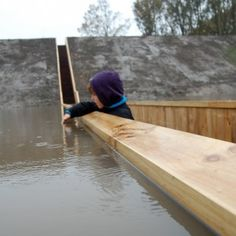 Moses Bridge / RO Architecten Architects: RO Architecten Location: Halsteren, The Netherlands Client: Municipality of Bergen op Zoom Material used: Accoya wood Project Area: 50 sqm Photographs: Courtesy of RO Architecten Contemporary Landscape, Contemporary Architecture, Landscape Design, Urban Landscape, Water Architecture, Architecture Design, Magazine Deco, Pedestrian Bridge, Water Features