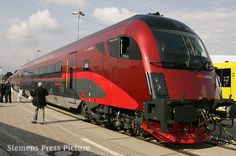 The Railjet driving trailer (class Afmpz) shares the design of the Taurus locomotive at the other end of the train. Unusually stylish for the driving trailer. Electric Locomotive, Steam Locomotive, Train Wallpaper, Rail Train, High Speed Rail, Hell On Wheels, Bonde, Electric Train, British Rail