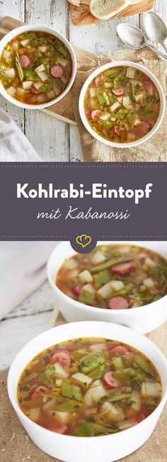 Alles in einen Topf: Mit diesem leckeren Eintopf mit Kohlrabi, Kabanossi und Erbsen erwärmst du die Gemüter, und zwar nicht nur an regnerischen Tagen.