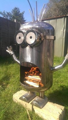 Jaw-Dropping Lawn Decorations for the Yard That Has Everything This fire-breathing minion fire pit is sure to light up your back yard.This fire-breathing minion fire pit is sure to light up your back yard. Welding Art Projects, Metal Art Projects, Metal Fire Pit, Diy Fire Pit, Fire Pits, Minion Fire Pit, Bois Diy, Fire Pit Designs, Scrap Metal Art