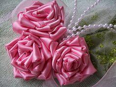 Como fazer um Corsage ♥ Como fazer rosas de fita de cetim