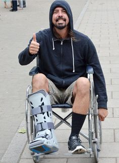 Awww! Dave ❤ :) I hope that leg heals well!! Dave Grohl with broken leg, 2015