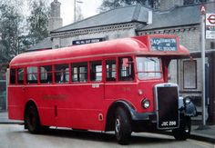 and London bus with only one desk, suitable for routes with low bridges London Bus, Old London, London Transport, Public Transport, Bedford Buses, Rt Bus, London Dreams, Routemaster, Buses And Trains