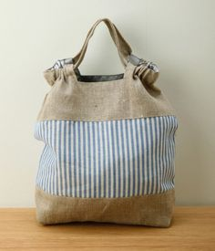 just the picture - I love this gathered detail of the tip of this bag - I can recreate it, I think...