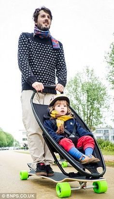 Attention Hipsters: Quinny Launches Longboard Skateboard Stroller for Urban Parents - iVillage Baby Buggy, Skate Style, Longboarding, Cool Baby Stuff, Man Stuff, Baby Gear, Mom And Dad, Skateboarding, Baby Kids