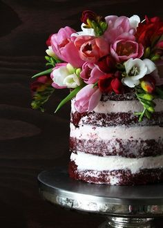 Red Velvet Cake - Love the naked cake and fresh flowers - This is 5 stars Gorgeous Cakes, Pretty Cakes, Cute Cakes, Amazing Cakes, Bolos Naked Cake, Naked Cakes, Cake Pops, Bolo Floral, Floral Cake