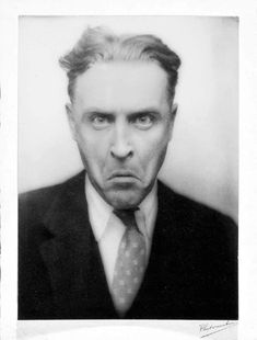 F Scott Fitzgerald in a photo booth Scott And Zelda Fitzgerald, American Exceptionalism, Writers And Poets, John Keats, Charles Bukowski, John Green, Second World, Funny Faces, Historical Photos
