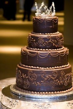 I would choose my bridesmaids' dresses in shades of brown, just to match this cake, rather than the other way around!