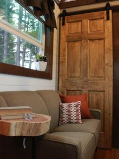 True luxury is being able to deck out your abode in real wood accents. Get inspired by these Tiny Luxury home dwellers taking full advantage of their small spaces by filling them with gorgeous features from nature.