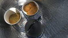EW1- 20/25   The right, darker biscuits are in the lapped pan pair and the light, left biscuits were covered with the rim to rim pan pairing ...