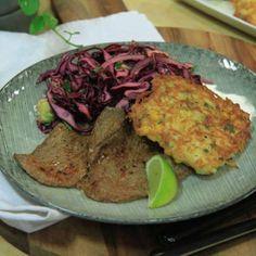 Majsplättar med kryddig lövbiff och avokado- och kålsallad