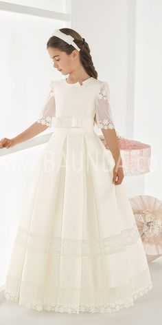 Elisabeth different communion dress 2018 SOMBRA in Madrid and online Girls First Communion Dresses, Holy Communion Dresses, Baptism Dress, Little Girl Dresses, Girls Dresses, Flower Girl Dresses, Sleeves Designs For Dresses, Lovely Dresses, Amelie