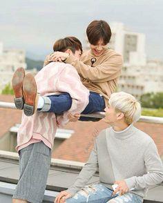 Onew trying to kill Taemin lol
