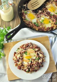 This Corned Beef Hash Breakfast Skillet is the perfect way to start to every day. A balanced breakfast of corned beef, cauliflower hash, and pastured eggs. Low Carb Recipes, Real Food Recipes, Cooking Recipes, Healthy Recipes, Free Recipes, Paleo Ideas, Diet Ideas, Cooking Tips, Food Ideas