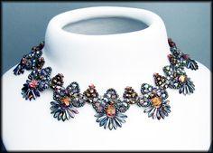 Kronleuchterjuwelen Glasperlenschmuck - silberbuntes Daggercollier