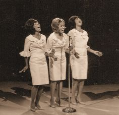 """soul-talkin: """" The Blossoms """" Black Girl Groups, Darlene Love, The Ronettes, Rock And Roll History, Connie Francis, R&b Artists, Coloured Girls, Northern Soul, Vintage Music"""