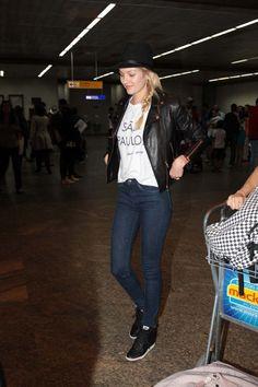 Candice Swanepoel desembarcando em SP (Foto: Orlando Oliveira/AgNews)