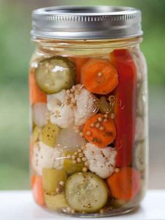 Blue Ribbon Country Canning: Pickled Vegetables Recipe - a great way to use smaller portions of garden produce to put away in your pantry. I grew up eating this, my Granny called it 'Jardinierre'. Pickled Vegetables Recipe, Canning Vegetables, Mixed Vegetables, Fruits And Veggies, Canning Tips, Home Canning, Canning Recipes, Canning Pickles, Canned Food Storage
