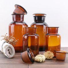 Anciens Pots de Pharmacie Verre Ambre  Set of par ChezUlysseVintage Amber Glass Jars, Apothecary Bottles, Ambre, Pots, Workshop, Medical, House Design, Antiques, Diy