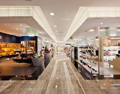 department store - Google 検索 Mall Design, Store Design, Retail Design, Duty Free Shop, Store Plan, Storing Clothes, Shopping Malls, Shop Interior Design, Food Court