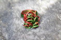 """Hier stelle ich Euch einen extravaganten Ring aus Aluminiumdraht aus meiner """"Wirrwarr-Ring"""" Kollektion vor. In diesem Fall habe ich 2 mm starken Aluminiumdraht duocolor (wodurch ein besonderer..."""