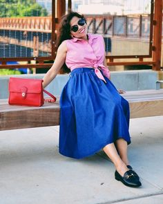 Tie waist sleeveless top, misi skirt and loafers | Photo by Carelia (@myevolvingstyle) | For more style inspiration visit 40plusstyle.com