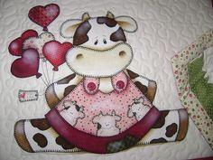 Feira de Limeira Easy Quilt Patterns, Applique Patterns, Applique Quilts, Tole Painting, Fabric Painting, Cow Pattern, Cow Art, Country Paintings, Easy Quilts