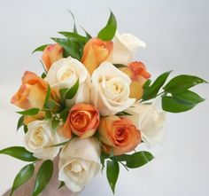 replace orange with red, for head and guest book tables. Beautiful Rose Flowers, Beautiful Flower Arrangements, Real Flowers, Floral Arrangements, Fall Wedding Bouquets, Wedding Bridesmaids, Autumn Wedding, Bride Flowers, Wedding Flowers