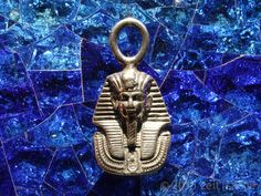 Miniature replica of the mask of Pharao Tutankhamun from the onlineshop zeitsache on Dawanda.