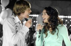 zac efron and Vanessa hudgens in High School Musical This is the start of something new. Where it all started. Old Disney Channel, Disney Channel Movies, Disney Channel Original, Original Movie, Troy Bolton, Zac Efron Vanessa Hudgens, Hight School Musical, In High School, Austin Butler