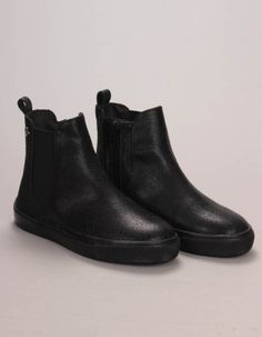 The Replay Kid's Seal boots in black have a Chelsea boot style with zip fastenings to the inside panel. The leather and fabric panelled ankle boots have flat black rubber outsoles as well as featuring subtle star embossed detail to the heels. Bonfire Night, Fall Winter, Autumn, Winter Essentials, Replay, Black Boots, Chelsea Boots, Seal, Girls Coats