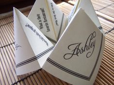 What a fun wedding favor. Personalized with questions about the bride and groom. COOTIE CATCHER Origami Wedding Favor UNIQUE Fortune by katskrafts Cute Wedding Ideas, Unique Wedding Favors, Wedding Inspiration, Wedding Centerpieces, Romantic Weddings, Unique Weddings, Hip Wedding, Origami Wedding, Wedding Paper