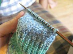 Matemática baixa para todos - The world's most private search engine Loom Knitting Patterns, Lace Knitting, Knitting Socks, Knitting Needles, Knitting Tutorials, Tunisian Crochet, Crochet Stitches, Knit Crochet, Crochet Granny