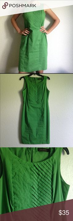 Gorgeous green dress Beautiful design around the bust, fully lined, zipper in the back, loops for a belt but no belt included, 64% cotton/29% polyester/7% spandex. Machine washable! The Limited Dresses Midi
