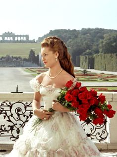 Sissi – The Young Empress: Austrian-born German actress Romy Schneider as Empress Sissi of Austria in the second part of the Sissi trilogy… Golden Age Of Hollywood, Old Hollywood, Princesa Sissi, Romy Schneider Sissi, Sissi Film, Empress Sissi, Vintage Princess, Princess Aesthetic, Actrices Hollywood