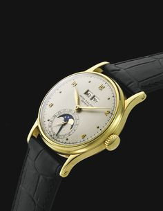 Patek Philippe A FINE AND RARE YELLOW GOLD PERPETUAL CALENDAR WRISTWATCH WITH MOON PHASES REF 1526 MVT 929267 CASE 649558 MADE IN 1948