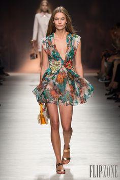 Blumarine İlkbahar-Yaz 2015 - Hazır giyim - http://tr.flip-zone.com/fashion/ready-to-wear/fashion-houses-42/blumarine-4978