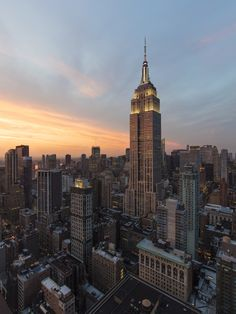 The Empire State Building at sunset. DBOX 2016 - Photography, Landscape photography, Photography tips Empire State Building, Photographie New York, City Aesthetic, Dream City, City Photography, Landscape Photography, Concrete Jungle, New York Travel, Central Park