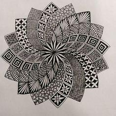 Could be interesting mandala doodle, mandala drawing, mandala tattoo, zen d Mandala Doodle, Mandala Art Lesson, Mandala Artwork, Mandala Painting, Moon Mandala, Mandala Tattoo, Doodle Art Drawing, Zentangle Drawings, Mandala Drawing