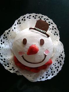 Snowman strawberry cake